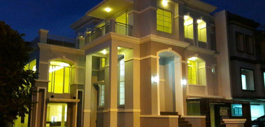 Rumah Mewah Tepi Danau di Pantai Indah Kapuk Harga Murah