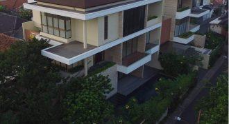 Rumah BERGAYA RESORT, MODERN & MEWAH 3 lantai Pakai Lift Otis