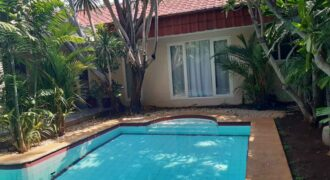 Nice House Comfortable And Quiet Location in kemang