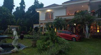 Rumah Mewah di Lingkungan Pedesaan