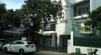 Gedung dijual di kawasan perumahan dan perkantoran elit Menteng