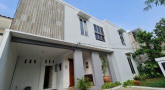 For rent Modern House at Kemang Timur 4 Bedrooms